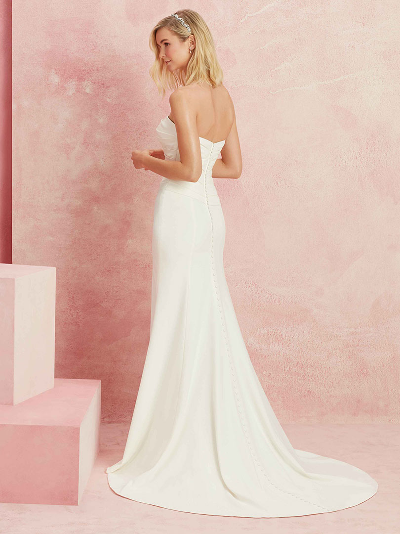 The Best Wedding Gowns for Brides on a Budget / Blog / Beloved By ...